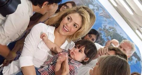 Milan, il figlio di Shakira, bravo come la mamma: ha un anno e suona già la batteria [Video]