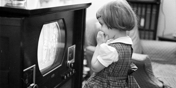 La televisione fa male al sonno dei bambini, ecco quali sono i rischi