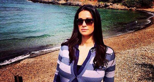 Manuela Arcuri presto mamma: relax al mare prima di partorire