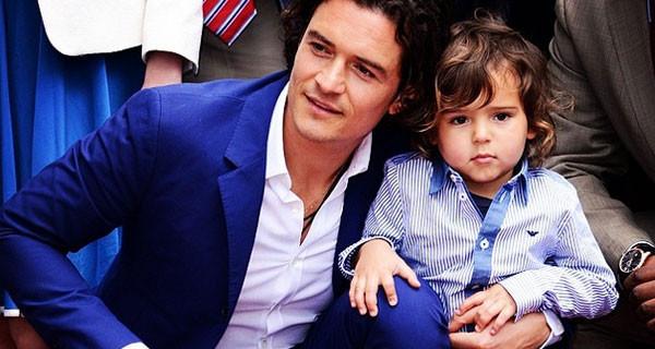 Orlando Bloom sulla Hollywood Walk of Fame con il figlio Flynn [FOTO]