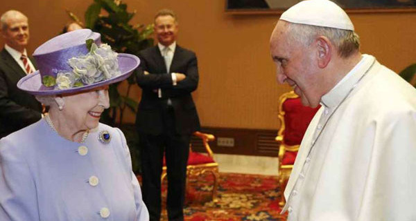Queen Elizabeth in Rome: Pope Francesco's gift to Royal Baby [Photo]