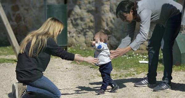Simone Inzaghi papà affettuoso con il piccolo Lorenzo