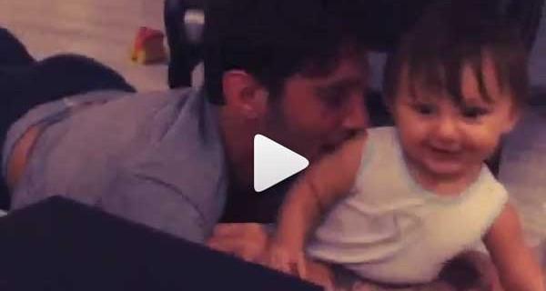 Santiago gattona e Stefano lo riempie di baci: il nuovo video pubblicato da Belen Rodriguez