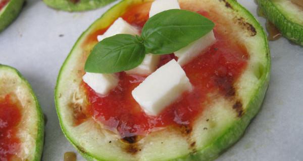 Pizzette senza glutine: zucchine al posto dell'impasto. La ricetta per celiaci