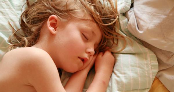 Bambini e zanzare, ecco come proteggerli in estate