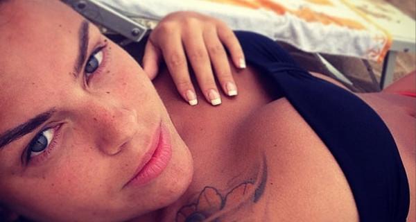 Francesca Del Taglia in forma dopo la nascita di Brando: prova costume superata! [FOTO]