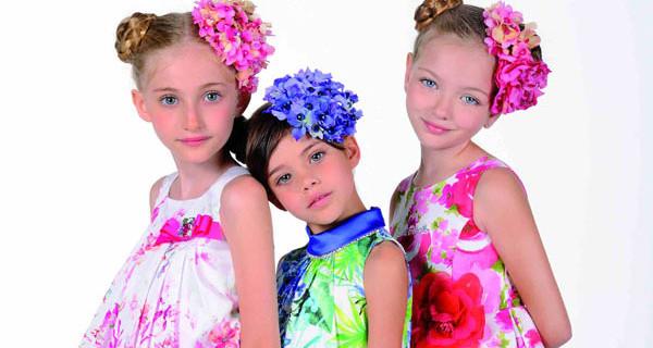 Laura Biagiotti Dolls: fiori e colori vivaci per la collezione Primavera Estate 2015