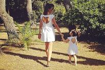 Laura Torrisi e la figlia Martina vestite uguali: la tendenza dell'estate!
