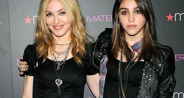 """Madonna attaccata su Instagram per la foto di Lourdes: """"Sono minorenni e bevono alcol!"""""""
