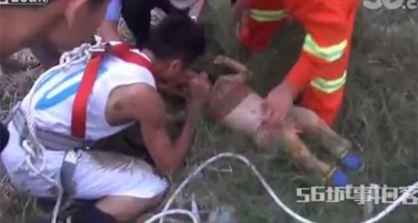 Cina, bambino precipita in un pozzo ma un pompiere eroe gli salva la vita