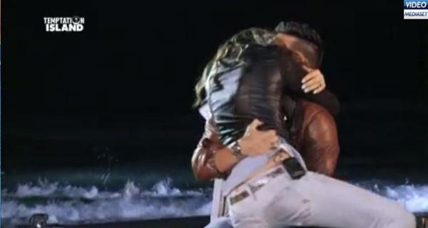 Cristian Galella e Tara Gabrieletto fuori da Temptation Island. Il sogno di una famiglia diventa realtà