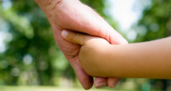 Rapporto nonni – nipoti: amore, insegnamento e condivisione. Ecco com'è in Italia