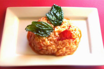 Riso al pomodoro e basilico, la ricetta estiva perfetta per i bambini