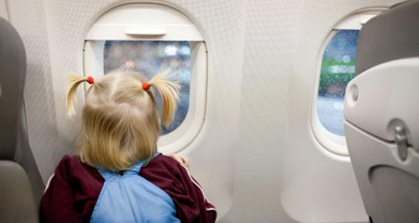 Vacanze con i bambini: la guida per viaggiare in aereo in tutta libertà