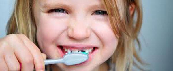 Salute dentale dei bimbi: ecco come mantenere i denti sani e forti
