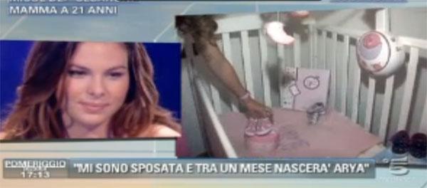 """Micol Olivieri a Pomeriggio 5, foto e live della puntata: """"Non vediamo l'ora di conoscere Arya"""""""