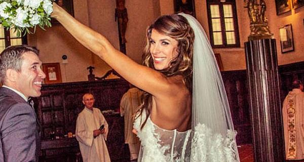Elisabetta Canalis: all'asta il suo abito da sposa per aiutare i bambini di Alghero