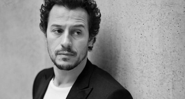 """Intervista a Stefano Accorsi: """"L'unica cosa che cerco è il rapporto con i miei figli"""""""