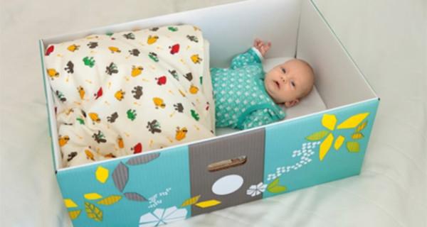Perchè i bambini finlandesi dormono nelle scatole di cartone? Ecco il motivo