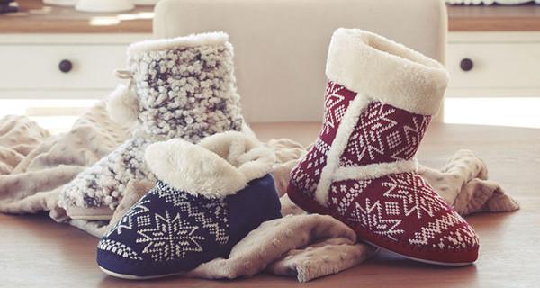 Gioseppo presenta le pantofole natalizie per tutta la famiglia