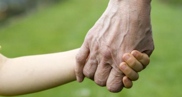 Il nonno più giovane d'Italia ha 32 anni: la sua storia