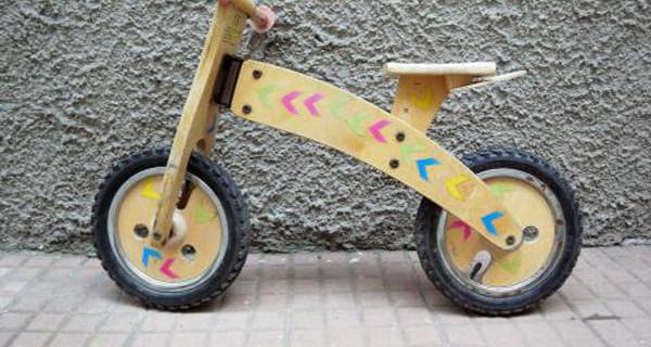 Costruire una bicicletta da bambino in legno: una bellissima idea regalo fai da te