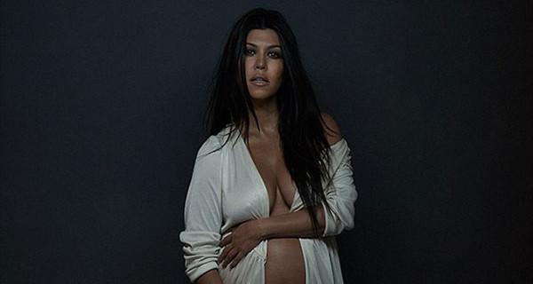 """Kourtney Kardashian, la sorella di Kim, posa senza veli con il pancione: """"La parte migliore di me"""""""