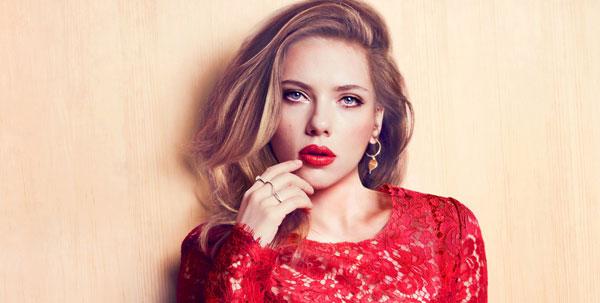 Scarlett Johansson neo-mamma: ecco come si tiene in forma dopo il parto. Esercizi e alimentazione