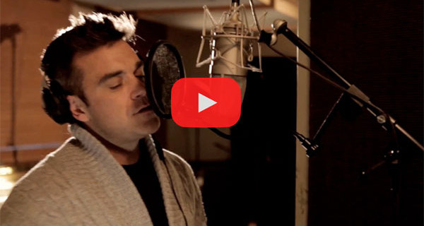 "La Canzone di Natale di oggi: ""So This Is Christmas"" cantata da Robbie Williams. Video, testo e traduzione"