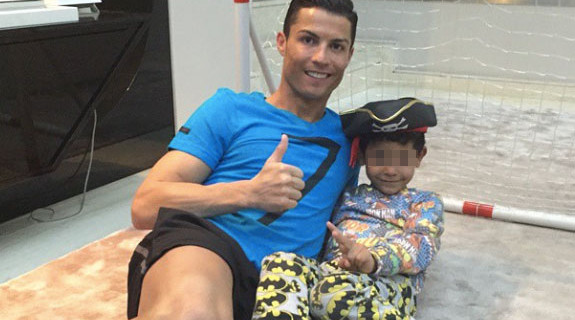 """Cristiano Ronaldo papà modello: """"Farò di tutto per rendere felice mio figlio"""""""