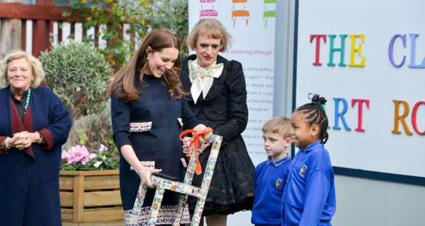 Kate Middleton presto mamma: pancione in evidenza con il suo ultimo look premaman