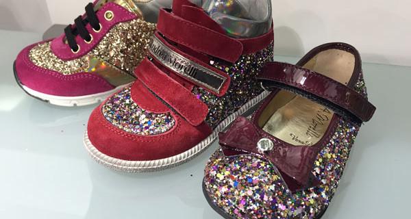 Glitter e vernice: le nuove scarpine per bambine presentate da Andrea Morelli Junior