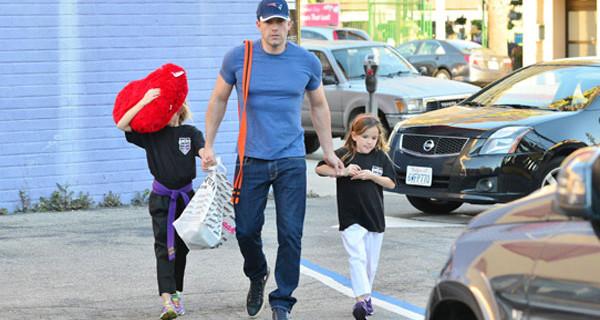 Ben Affleck: papà affettuoso e marito romantico. Il suo gesto per San Valentino con le figlie