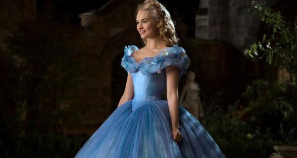 Cenerentola, il nuovo film Disney: le clip del ballo a palazzo e della carrozza dorata [VIDEO]
