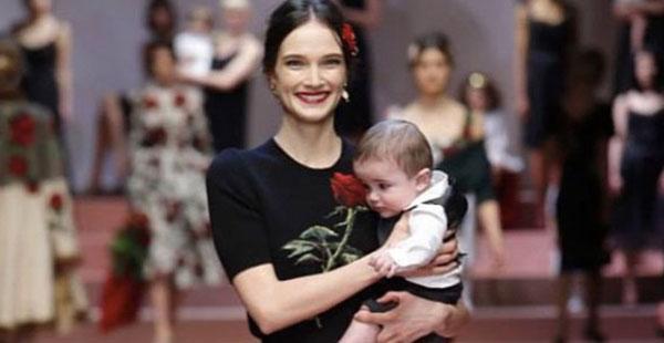 Dolce & Gabbana, sfilata AI 2015: la moda è tutta delle mamme. La collezione dedicata all'amore materno