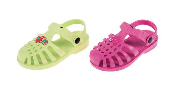 In spiaggia con le Jelly Shoes: le nuove tendenze per bambini al mare