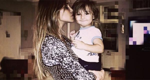 """Belen Rodriguez: """"Terrò mio figlio Santiago lontano da Facebook"""" e sul web partono le critiche. Ecco perchè"""