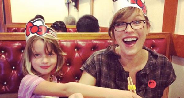 Milla Jovovich mamma per la seconda volta: l'attrice di Resident Evil ha partorito la piccola Dashiel