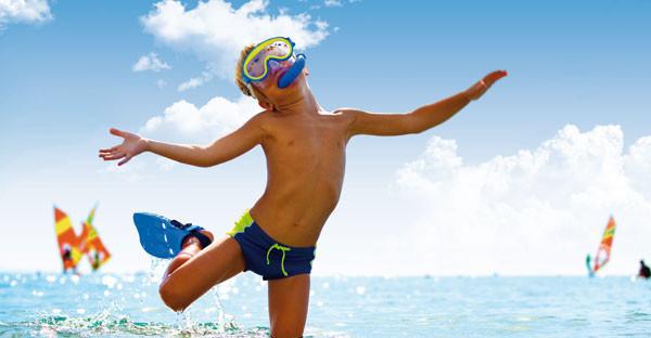 Come prevenire le scottature sulla pelle dei bambini? A Bibione il dermatologo è in spiaggia