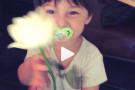 Gli auguri di Santiago a Belen Rodriguez per la Festa della Mamma. VIDEO