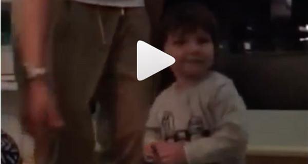 Belen e Stefano: il nuovo video del piccolo Santiago che fa impazzire il web. Guarda perché