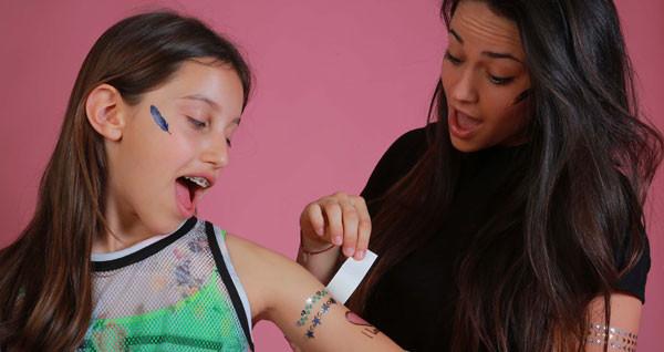 Tatuaggi temporanei metallici per bambine: la tendenza (sicura) dell'estate