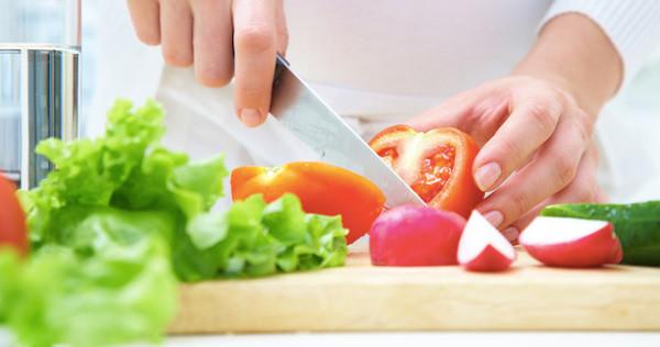 Cosa far mangiare ai bambini quando fa caldo? Ecco come combattere l'afa con il cibo