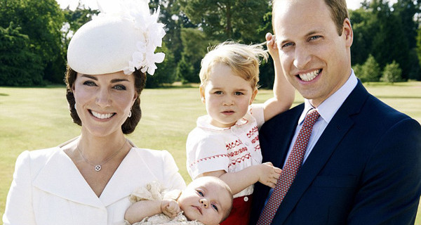 William, Kate, George e Charlotte: le foto ufficiali della Royal Family al completo