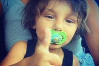 Il piccolo Santiago diventa fotografo: le foto scattate a Belen, Cecilia e Stefano