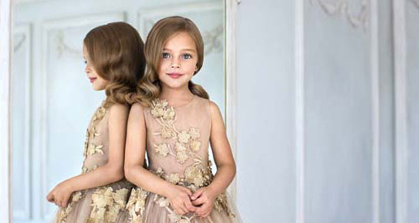 Look da Red Carpet per bambine: Mischka Aoki presenta la nuova collezione di abiti eleganti