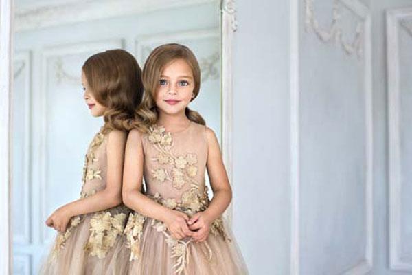 Abiti Eleganti X Bambina.Look Da Red Carpet Per Bambine Mischka Aoki Presenta La Nuova