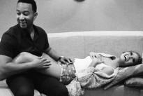 John Legend diventerà presto papà: l'annuncio sul web e la foto della futura mamma