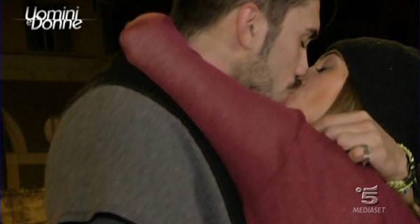 Uomini e Donne, colpo di scena: Raphael torna in studio e avverte Silvia Raffaele