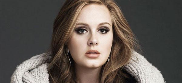 """Adele parla della sua vita da mamma: """"Mio figlio è l'unica persona che mi dice di no"""""""